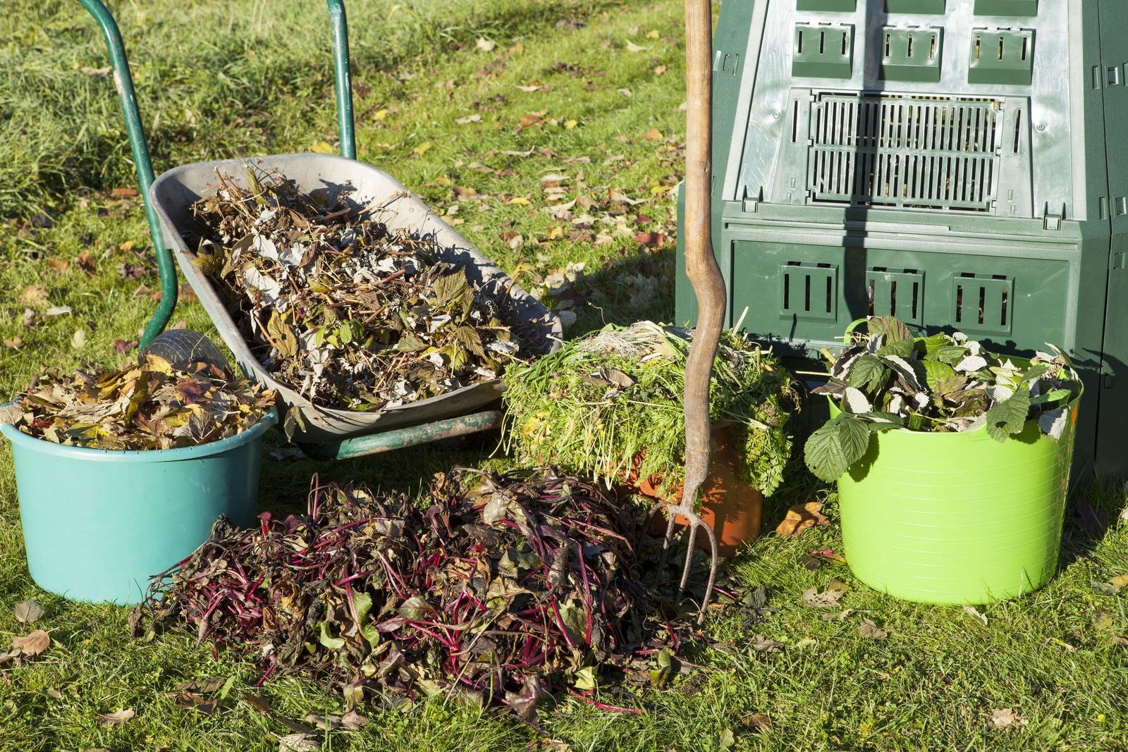 Compost casero con hojas secas