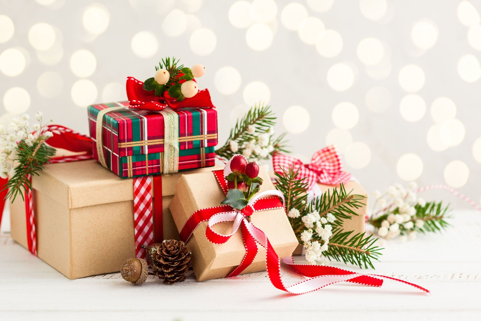 DIY: cómo envolver regalos de Navidad con flores y plantas