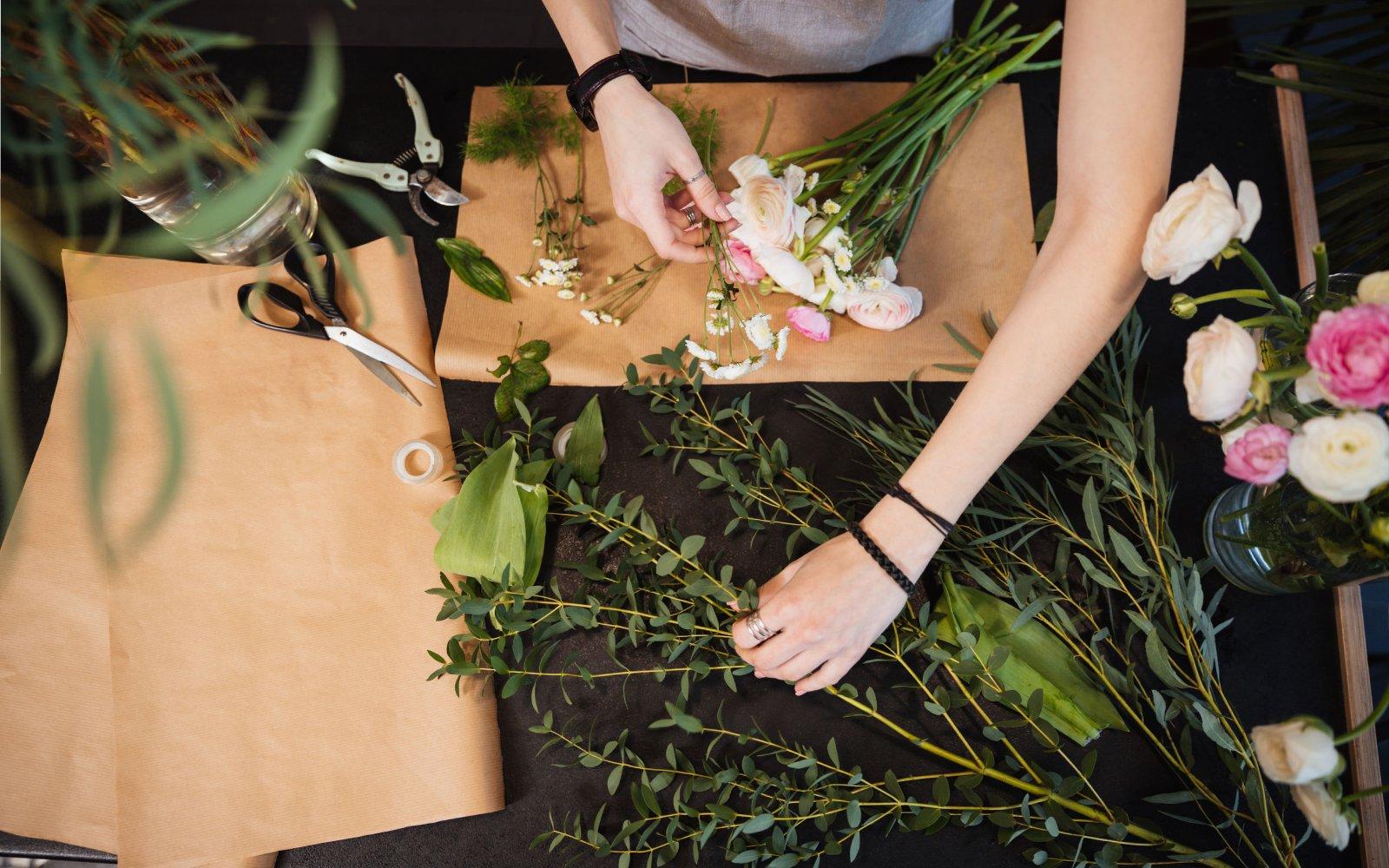 Centros de mesa DIY con flores de primavera